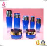 中国の空の贅沢で装飾的な包装の空気のないローションのびん、空気のない血清のびん、クリーム色の瓶