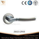 Traitement de levier en aluminium de porte de zinc de type européen sur Rose (Z6012-ZR05)