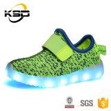 Chaussures respirables populaires de sport d'éclairage LED de Flyknit de chaussures de course de confort pour des gosses