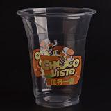 Пластичная ясная чашка с плоскими крышками для замороженного кофеего