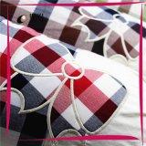O fio de algodão tingiu-se verific o descanso decorativo do sofá do curso da base do corpo da memória