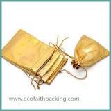 ドローストリングが付いている銀製の金めっきされたサテンファブリックギフト袋