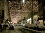 LEDのクリスマスの照明によってはカーテンの装飾が家へ帰る
