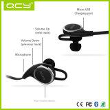 Bluetooth 헤드폰은 무선 Earbuds를 살짝 미는 자유로운 스포츠 이어폰을 수교한다