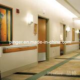 Le mur d'hôpital garde la main courante en plastique