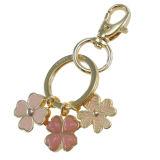 Le beau métal a émaillé le trousseau de clés de bijou de fleur de trèfle de quatre lames