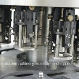 Bouteille en verre remplissant la machine d'embouteillage pour Whisky