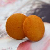 Petites boucles d'oreille en bois normales rondes oranges fabriquées à la main de goujon
