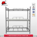 금속 2단 침대는 3개의 1인용 침대로 이용될 수 있다