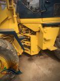 يستعمل [كومتسو] عجلة محمّل ([و100]) لأنّ بناء