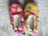 2つのカラー女性の屋内靴(スリッパ)