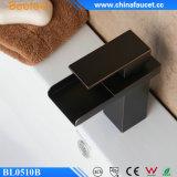 Robinet de bassin de noir d'évier de poignée simple de Beelee rétro