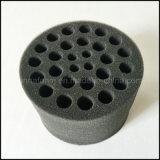 Pilha aberta da esponja do poliuretano cortada a algumas formas