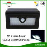 Les 50 lumières solaires neuves de DEL imperméabilisent la lampe de mur extérieure de panneau solaire de détecteur de mouvement du réverbère de yard de jardin de DEL PIR avec la batterie remplaçable