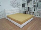 現代S124笠木の革ベッドの寝室