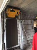 スプレー機械を塗る自動壁のセメントのぬれた砂