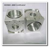CNC que trabaja a máquina, moliendo, piezas de aluminio de torneado