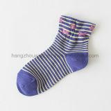 Zebra-Streifen mit rosafarbener Bogen-bequemer Baby-Socke