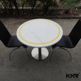 Mesas de jantar redondas de superfície sólida com cadeiras para restaurante