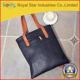 Neue schwarze flaumige tragen ihre Handtasche