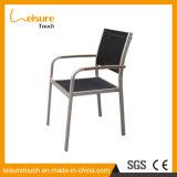 庭の余暇のレストランの家具のタイの食堂は屋外の喫茶店のアルミニウム藤の椅子の議長を務める
