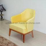 新しい木足(SP-HC582)を搭載する到着によって装飾される黄色いレストランの余暇の椅子