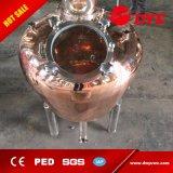 La columna de cristal especial del whisky destila