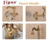 Grifo de bronce antiguo del lavabo de Fyeer con la maneta de la cruz doble