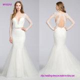Шнурок Chantilly доработал a - линию платье венчания с изогнутым V-Neckline