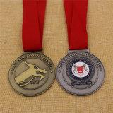 旧式なカラーの丸型のシンガポールカスタム軍メダル