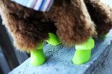 非ポータブルのスリップの防水ゴム製飼い犬の雨靴の靴
