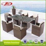 セットされるテラスの藤のダイニングテーブル(DH-9589)