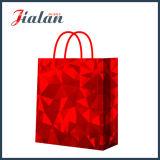 A boa qualidade da película brilhante vermelha personaliza o saco de vestuários de papel holográfico