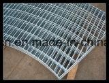 Плоская штанга переплела сваренную распоркой решетку стали