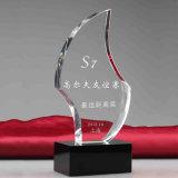 Trofeo di cristallo di Customeizde di nuovo disegno per i ricordi con lo Stare
