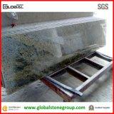 Partie supérieure du comptoir blanches de granit de la Kashmir de qualité dans la cuisine