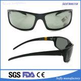 シンプルな設計の黒フレームのゆとりミラーレンズの人のスポーツのサングラス