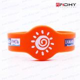 Persönliche Farbeüberzogener RFID Wristband für Kennzeichen