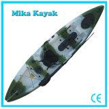 Caiaque plástico da canoa com o barco de pesca dos pedais para a venda