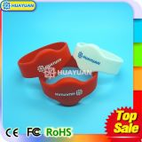 Wristbands do silicone RFID do HF 13.56MHz ISO14443A FM08 do logotipo de Cotom para parques de diversões
