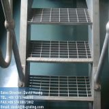 Pisada de escalera galvanizada que ralla para la escala de acero
