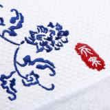 中国の工場価格のテリーのサテンの刺繍とセットされる100%年の綿の浴室タオル