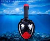 Mascherina navigante usando una presa d'aria di vendita di immersione subacquea calda del fronte pieno