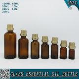Бутылка эфирного масла всего комплекта янтарная стеклянная с крышкой золота пластичной с штепсельной вилкой
