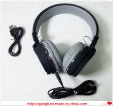 Tapa de la fabricación que vende el auricular estéreo con el auricular alejado del MP3 de la música