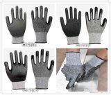 Отрежьте упорную перчатку работы перчаток