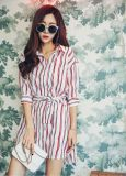 夏の方法V首の縞の女性ワイシャツの服