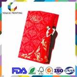 赤いダイヤモンドの装飾が付いている長方形の美しい結婚式の招待のカード