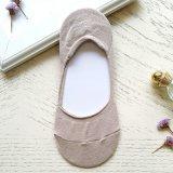 Populaire pour les chaussettes brouillées confortables d'équipage de dames du marché, filé de POM POM confortable/chaussettes à la maison d'étage