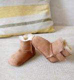 容易な適合のヴェルクロ羊皮の赤ん坊のブート